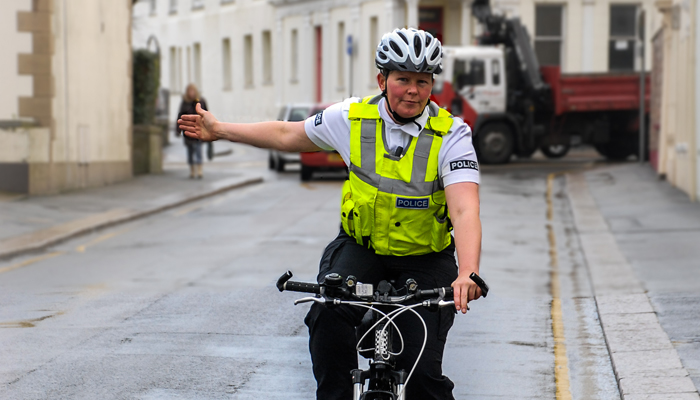 cyclist-hand-signals-right
